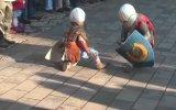 Sevimli Çocukların Kılıç Düellosu