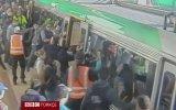 Bir Yolcuyu Kurtarmak İçin Tüm Tren Seferber Oldu