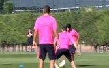 Luis Suarez'den Vermaelen'e Bacak Arası!