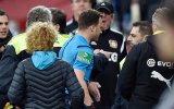 Sahayı Terk Edip Giden Hakem  Almanya Bundesliga Ligi